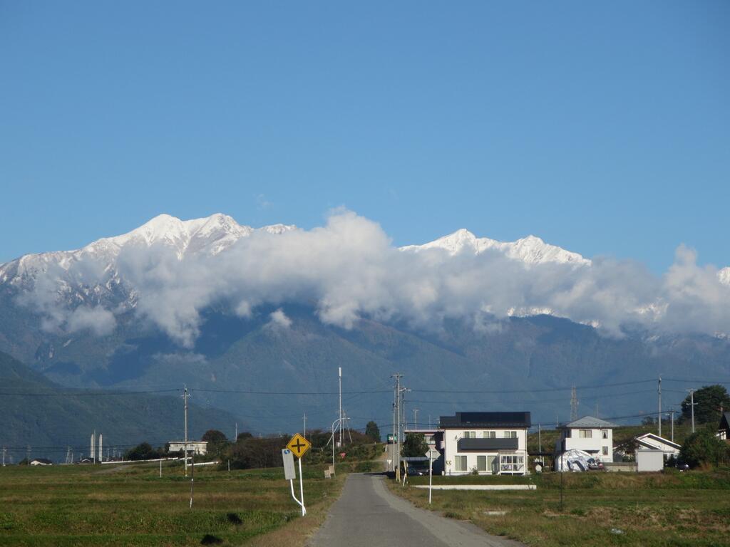 みんな~!お山が白いよ~!!|冠雪画像まとめ
