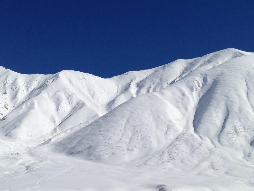 立山・真砂岳で大規模な雪崩発生。Twitterの反応まとめ。